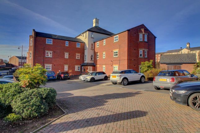 2 bed flat for sale in Horseshoe Crescent, Great Barr, Birmingham B43