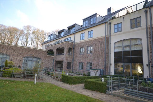 Thumbnail Flat for sale in Chestnut Road, Charlton Down, Dorchester
