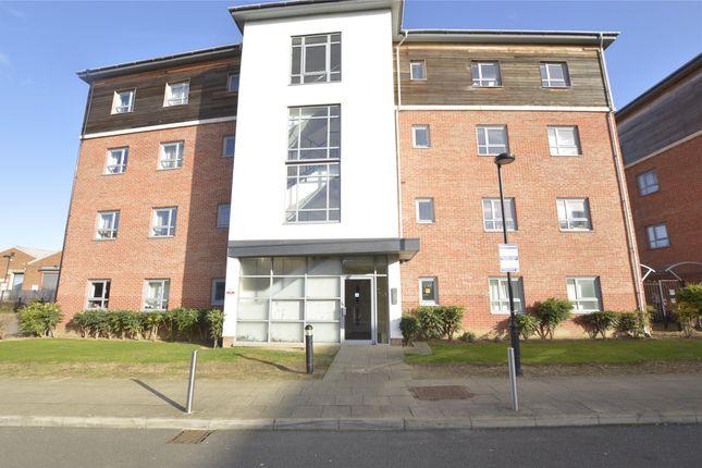 Thumbnail Flat to rent in Riverside Close, Romford