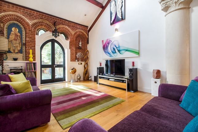Thumbnail Town house for sale in Henderson Road, Southsea