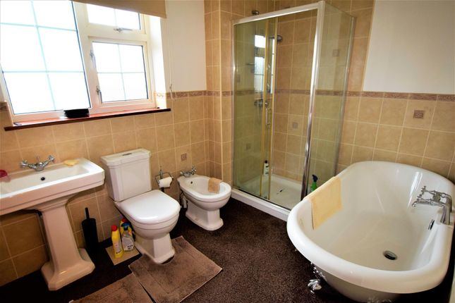 Bathroom of Conway Drive, Barry CF62