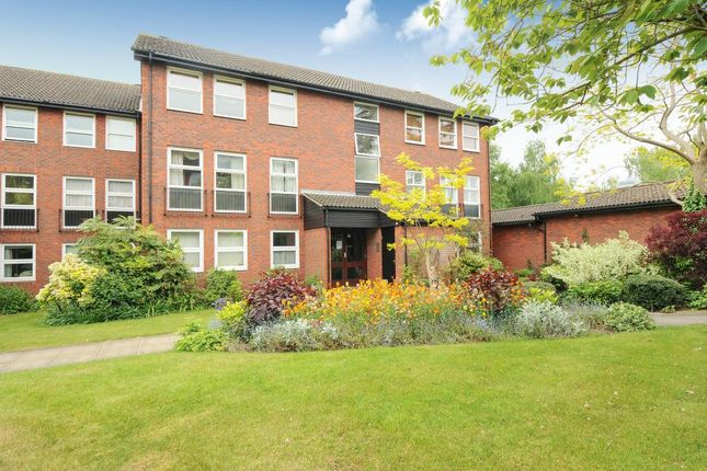 Thumbnail Flat for sale in Windsor, Berkshire