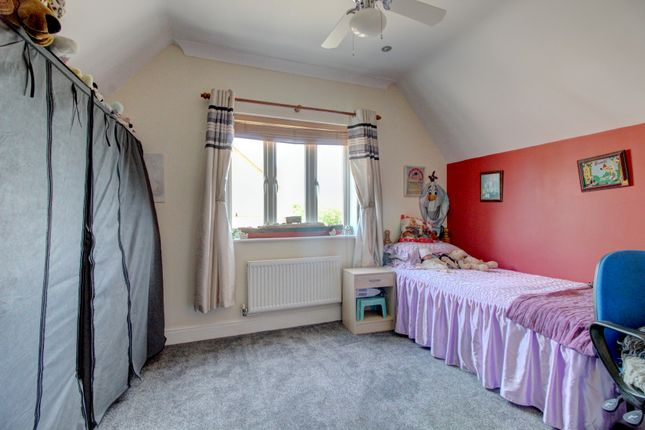 Bedroom of Magnolia Close, Canvey Island SS8