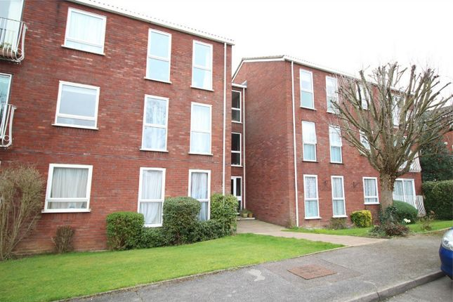Thumbnail Flat for sale in Roundhedge Way, Enfield, Middx