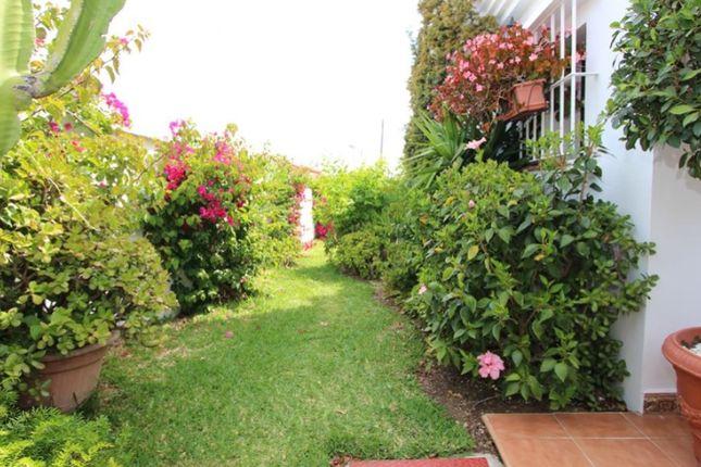 Thumbnail Villa for sale in Buenas Noches, Estepona, Málaga