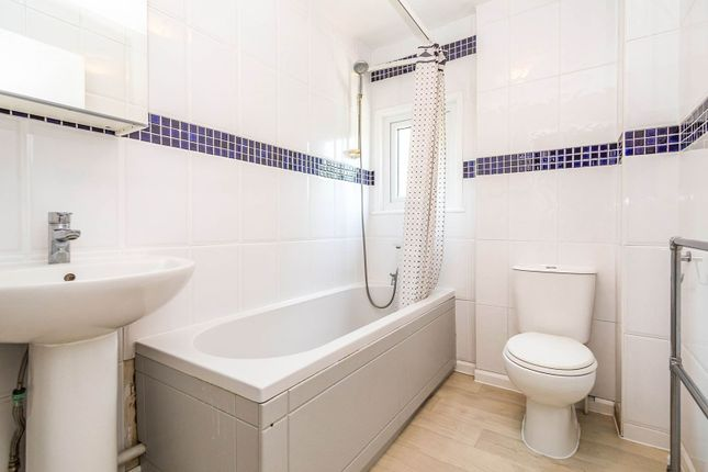 Family Bathroom of Hillbrow, Reading RG2