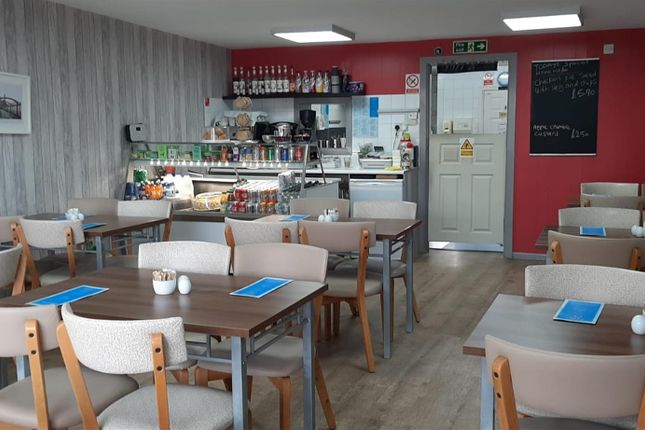 Thumbnail Restaurant/cafe for sale in Cafe & Sandwich Bars BD19, Scholes, West Yorkshire