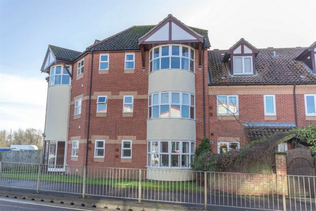 Thumbnail Flat for sale in Olivet Way, Fakenham