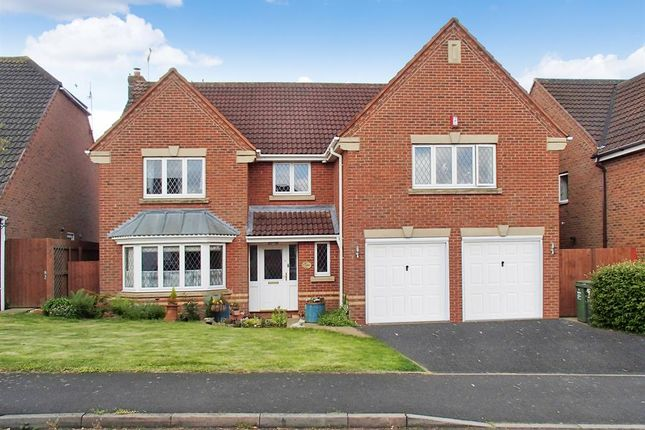 Thumbnail Detached house for sale in Defford Close, Redditch