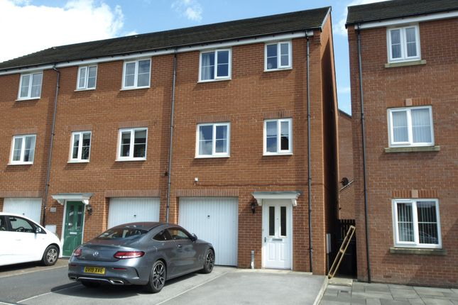 Thumbnail Town house to rent in Fullshaw Bank, Penistone, Sheffield