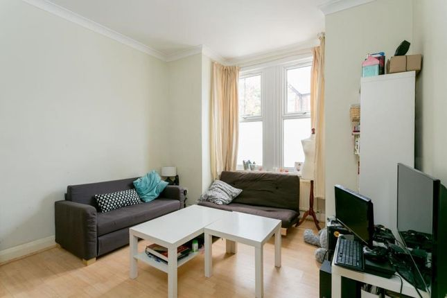 2 bed flat to rent in Somerset Road, London