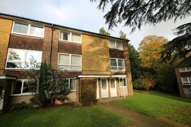 Thumbnail Maisonette to rent in Cotswold Court, Horsham