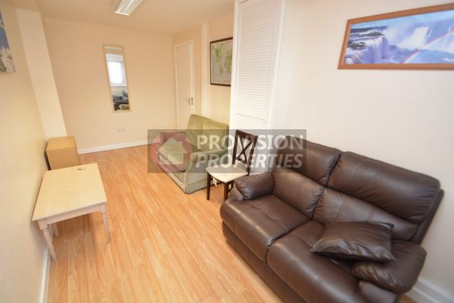Thumbnail Town house to rent in Blenheim Grove, City Centre, Leeds