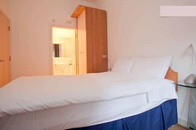 Thumbnail Flat to rent in Oxford Drive, London