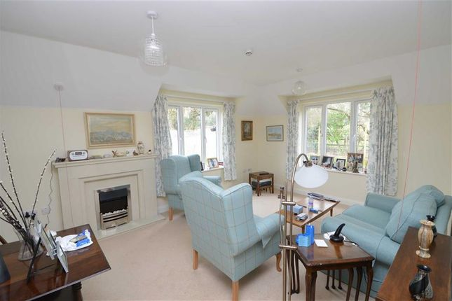 Thumbnail Flat for sale in Linium Lane, Uckfield