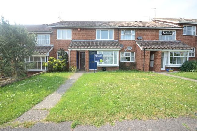 Thumbnail Maisonette to rent in Buckden Close, Woodley, Reading