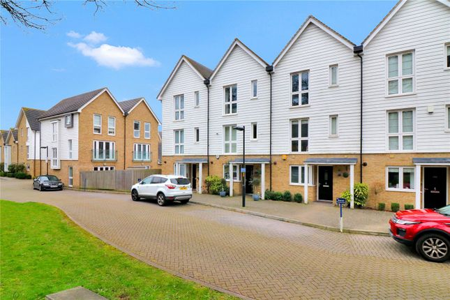 Thumbnail Terraced house to rent in Butterfly Crescent, Nash Mills, Hemel Hempstead