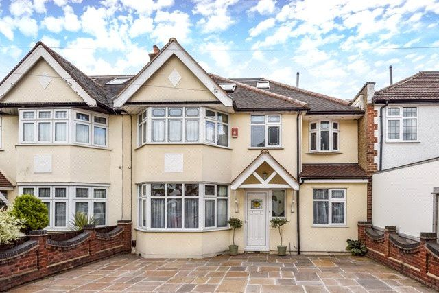 Thumbnail Detached house for sale in Beresford Road, North Chingford, London