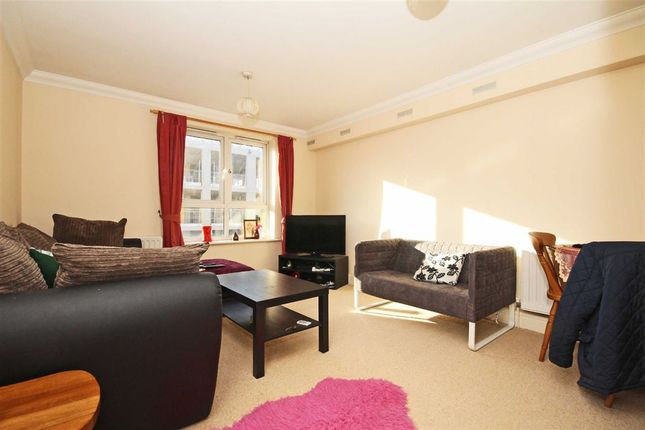 Thumbnail Property to rent in Greenview Close, London