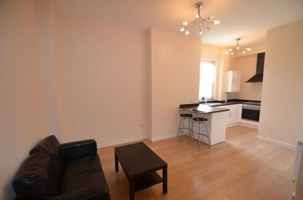 Flat to rent in Elmfield Avenue, Leicester