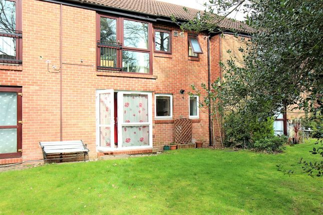 Thumbnail Flat for sale in Bruntile Close, Farnborough
