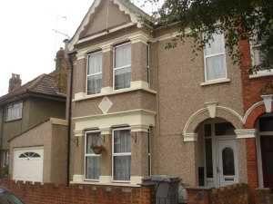 Thumbnail Studio to rent in Bertie Road, Willesden