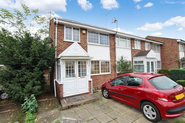 Thumbnail Property to rent in Oakley Close, Isleworth