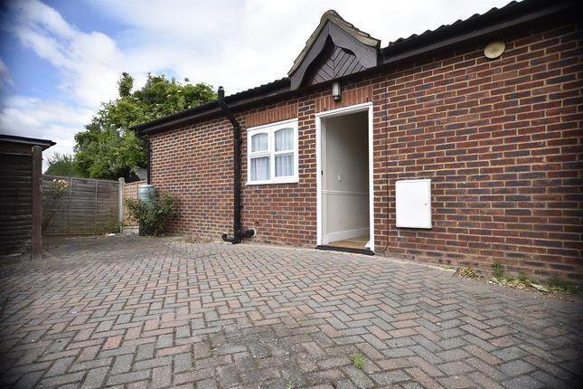 Thumbnail Bungalow to rent in Rainham Road, Rainham