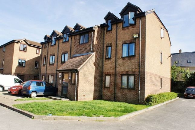 Thumbnail Flat to rent in Campernell Close, Brightlingsea, Colchester
