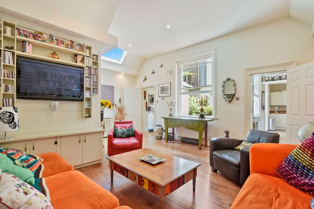 Thumbnail Mews house for sale in Harley Place, Marylebone Village, London