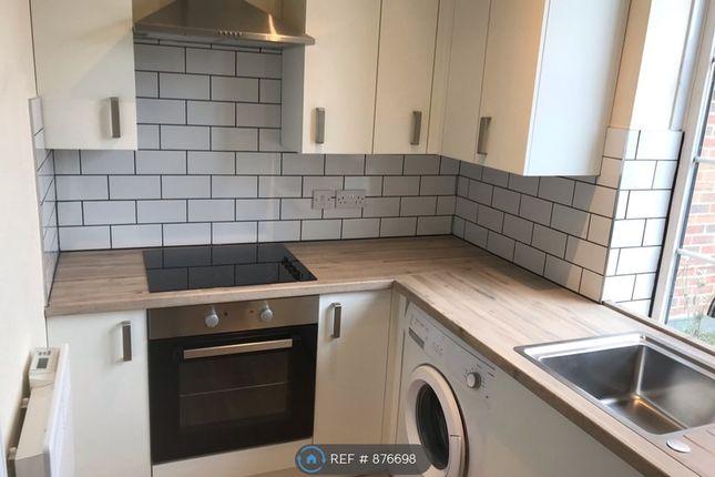2 bed flat to rent in Norton Way North, Letchworth Garden City SG6