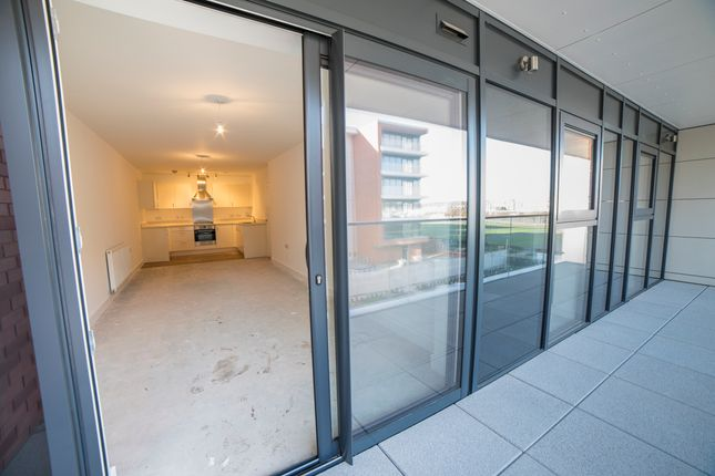 2 bed flat for sale in Racecourse Road, Newbury, Berkshire