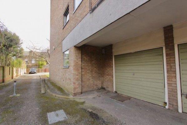 Parking/garage to let in Yoakley Road, Stoke Newington, London