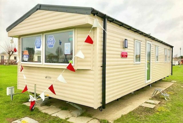 Picture No. 1 of Dovercourt Holiday Park, Low Road, Dovercourt, Harwich CO12