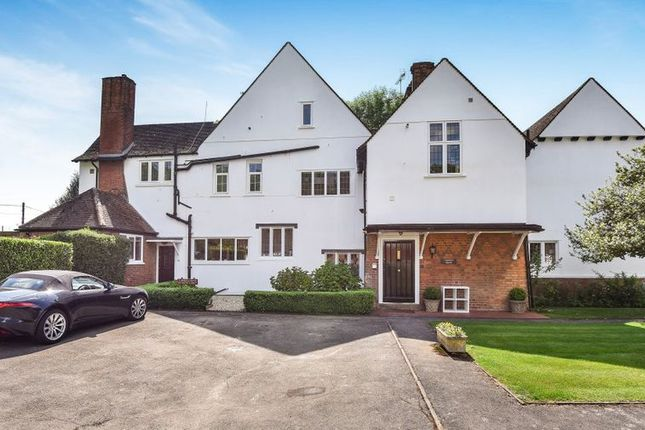Thumbnail Flat to rent in Narcot Lane, Chalfont St. Peter, Gerrards Cross