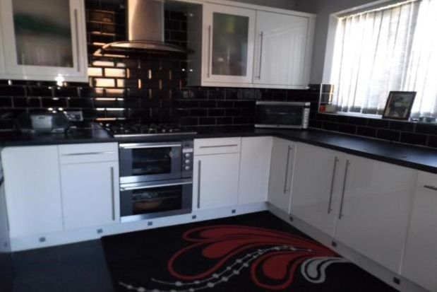 Thumbnail Property to rent in Lane Avenue, Walsall