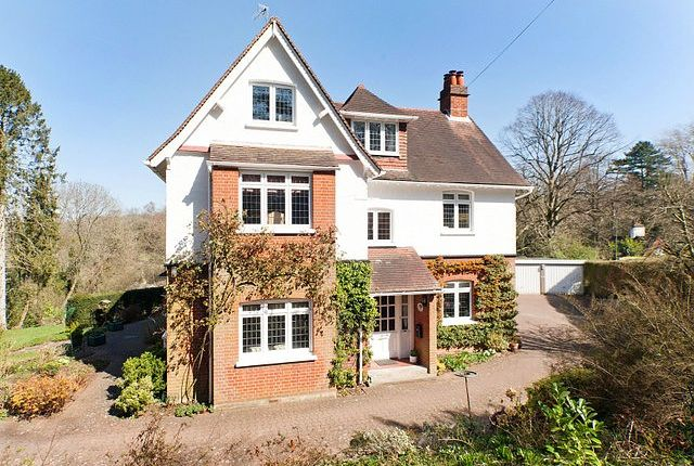 Thumbnail Property to rent in Station Road, Woldingham, Caterham