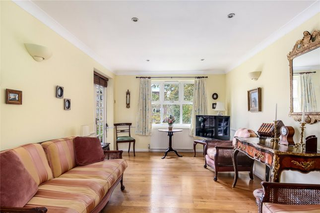 Living Room of The Ridings, Malcolm Way, London E11