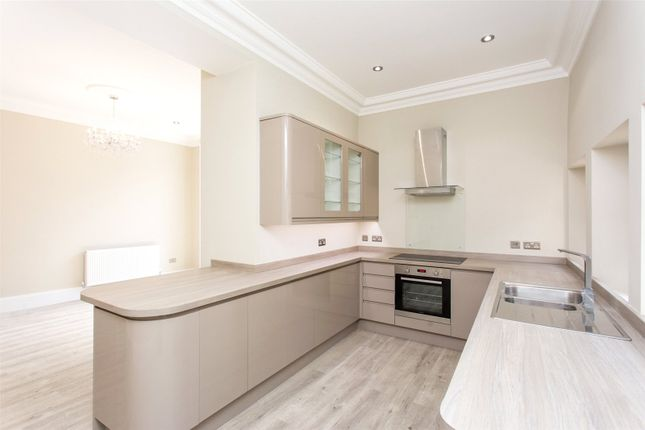 Thumbnail Town house to rent in Fraser House, Oakwood Lane, Oakwood, Leeds