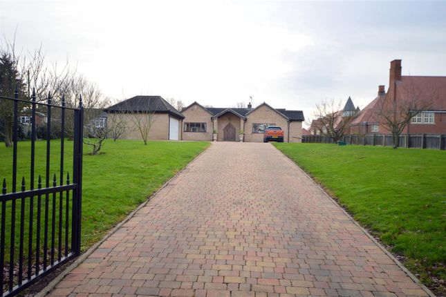 4 bed property for sale in White Oaks, East Hanningfield Road, Sandon, Chelmsford CM2