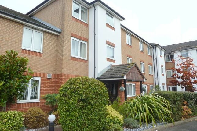 Thumbnail Flat to rent in Oakleigh Close, Swanley