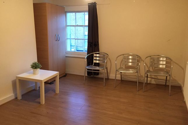 Thumbnail Terraced house to rent in Fourth Avenue, London