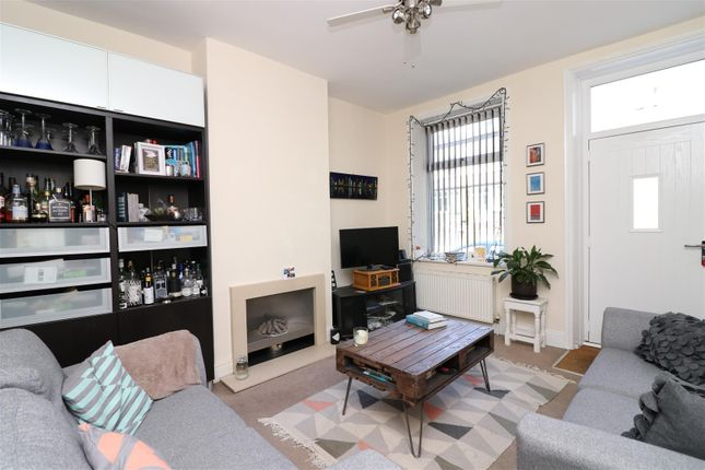 Thumbnail Terraced house to rent in Fink Hill, Horsforth, Leeds