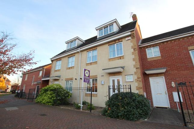 3 bed town house to rent in Vale Drive, Hampton Vale, Peterborough