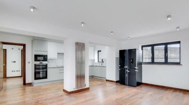 Thumbnail Flat for sale in 651A High Road, Leyton, London