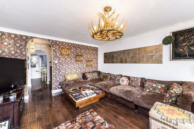 Thumbnail Town house to rent in Mariners Mews, London