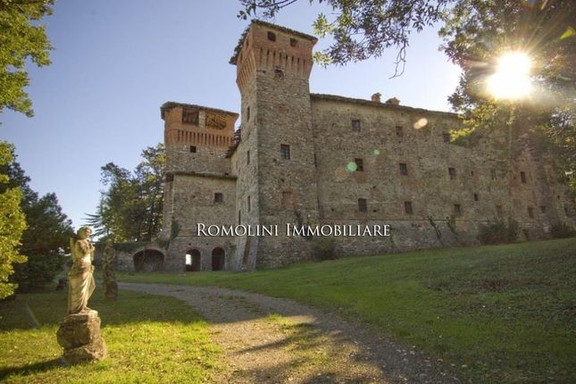 Piacenza: Castle For Sale To Be Restored