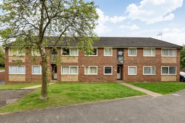 2 bed property to rent in Windsor Drive, High Wycombe