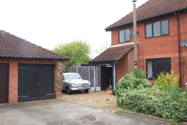 Thumbnail Semi-detached house to rent in Harebell Close, Walnut Tree