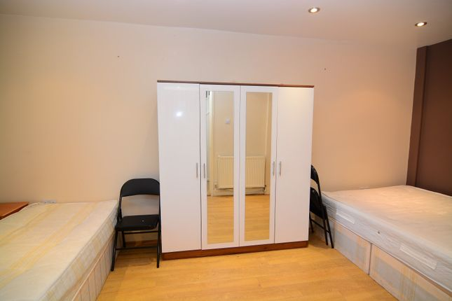 Thumbnail Room to rent in Ironmongers Place, London